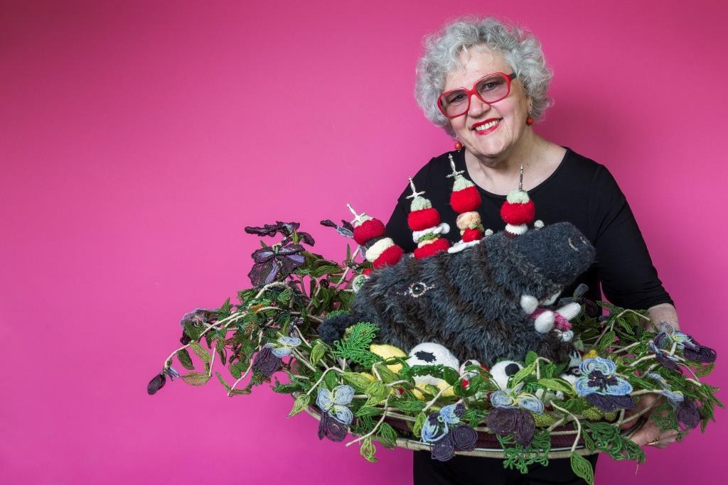 Wil, St. Gallen, Schweiz, 7. Mai 2015 - Dominique Kähler, Madame Tricot, Dominique strickt drei dimensionale Objekte.