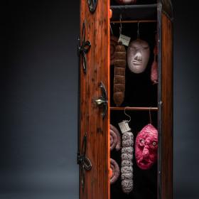Herisau, Appenzell, Schweiz, 10. November 2015 - Madame Tricot, Studio Aufnahmen mit Objekten.
